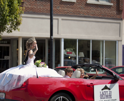 Miss Bagelfest reigns over Mattoon's annual Bagelfest, one of summer's wackiest events, according to TripAdvisor. (Photo: City of Mattoon)