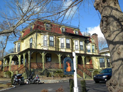 Cliffside Inn in Newport, Rhode Island, is among TripAdvisor's top ten U.S.  properties that allow pets. (A TripAdvisor traveler photo)