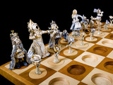 51116-a-maddening-chess-set-wonderland-vs-looking-glass-sm