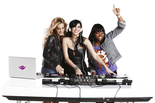 Dove® go fresh™ DJs Chelsea Leyland, Jessica Who and Diamond Kuts