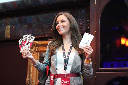 Los Angeles, CA – LG Ones To Watch Brand Ambassador distributes bounceback coupons and LG-branded earbuds to concert-goers during a pre-show line up at the Wiltern Theater.