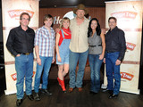 Trace-adkins-and-waggin-train-finalists-sm