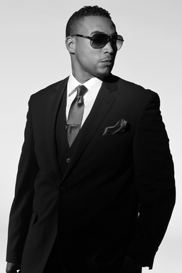 Don Omar se presentará en los Premios Billboard de la Música Latina, 26 de abril por Telemundo.  Don Omar will perform at the Billboard Latin Music Awards, April 26 on Telemundo.