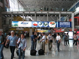 55419-visitors-bustling-inside-canton-fair-exhibition-hall-sm