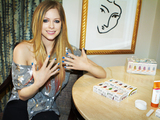 55429-avril-showing-fingernails-sm
