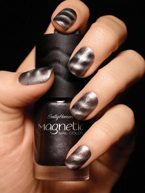 Magnetic Nail Color in Graphite Gravity