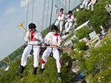 Flying-elvises-skyscreamer-six-flags-sm