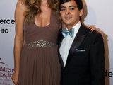 55637-daisy-fuentes-and-st-jude-childrens-research-hospital-patient-stephan-sm