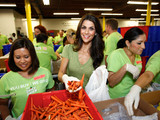 Samantha-harris-feeding-america-entertainment-council-member-volunteer-sm
