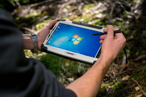 The slim and lightweight ALGIZ 10X has a spectacular 10.1-inch touchscreen that is perfect for field professionals who need a large display which is fully viewable even in bright daylight.