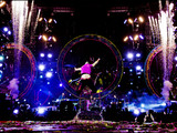Chris-martin-jumping-coldplay-epix-concert-sm
