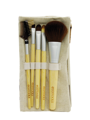 EcoTools brushes are high quality, super soft and kind to the environment. The Bamboo 6 Piece Brush Set includes a blush brush, concealer brush, eye shading brush, lash and brow groomer and case.