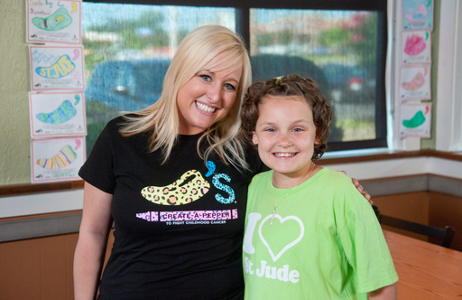 Chili's team member with St. Jude patient, Elise
