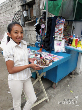 Sweet success in Ecuador! Ivonne uses her financial training to turn candy into income with her mother.