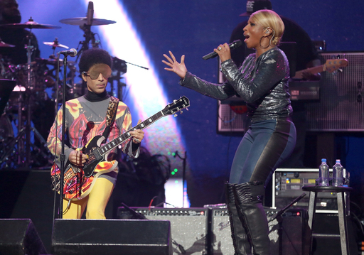 Mary J. Blige and Prince perform at the 2012 iHeartRadio Festival
