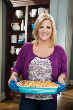 Trisha Yearwood in Food Network's Trisha's Southern Kitchen