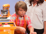 58440-rachael-ray-with-kid-competitor-on-rachael-vs-guy-kids-cook-off-sm