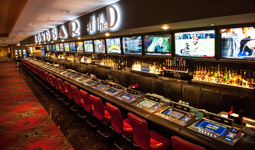 LONGBAR – the longest bar in Nevada – stretches the length of the casino and offers an uninhibited locale to grab a drink, watch the game, place a bet or hang with friends