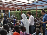 Lindsay_with_school_children_in_kenya-sm