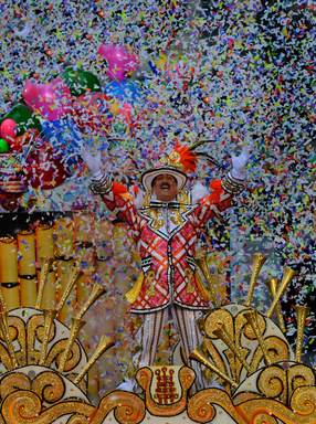 Elaborate and glittery moveable stages add to the excitement and spectacle of Philadelphia's annual Mummers Parade, a New Year's Day tradition since 1901.Photo by R. Kennedy for GPTMC