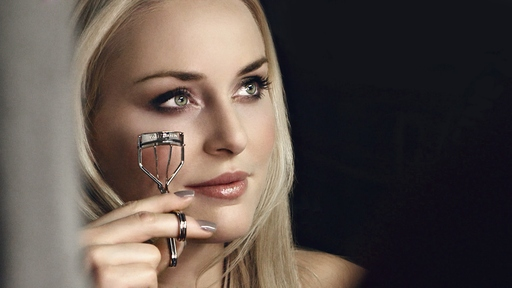 Lindsey swears by Tweezerman's ProCurl Eyelash Curler for luscious lashes