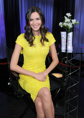 Odette Annable takes the CLEAR SCALP & HAIR BEAUTY THERAPY 7 Day Challenge for stronger, more beautiful hair in 7 days, join her facebook.com/Clearhaircare