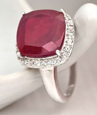 "Mahaleo ruby ring from JTV's ""Love Your Heart"" jewelry collection"