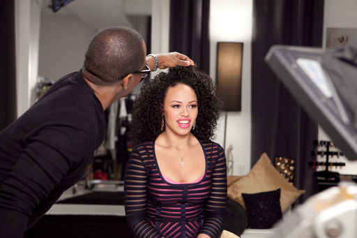 CLEAR SCALP & HAIR BEAUTY THERAPY™ Ultra Shea Stylist Oscar James creates strong, beautiful looks for singer Elle Varner to rock on the red carpet at music's biggest night.