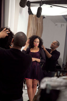 Singer Elle Varner gets ready to rock strong, beautiful hair on the red carpet courtesy of CLEAR SCALP & HAIR BEAUTY THERAPY™ Ultra Shea Stylist Oscar James.