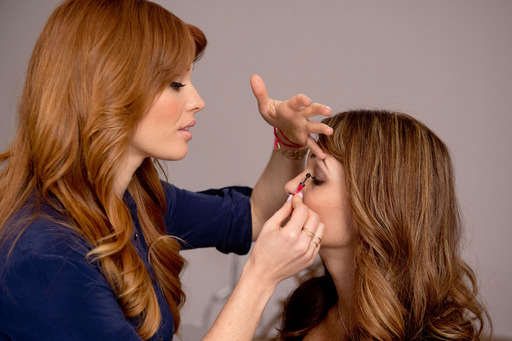 Behind the scenes with Avon Global Celebrity Makeup Artist Lauren Andersen.