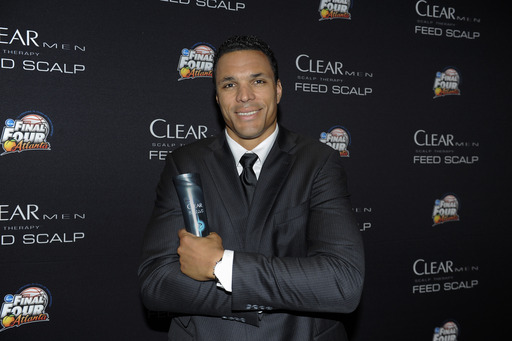 Perfect Man, Tony Gonzalez, showed off his confidence and flake-free hair by teaming up with CLEAR MEN SCALP THERAPY to execute the Perfect Play at Bracket Town for the Final Four