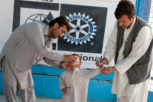Children receive polio vaccination drops as they arrive into Afghanistan from Pakistan at the Torkham Border Crossing, where an estimated 2,000 children received the vaccine daily. Credit: ©Bill & Melinda Gates Foundation/Kate Holt