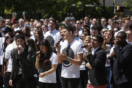 Nationally-known vocal quintet Pentatonix performs the OREO Wonderfilled anthem, joined by 500 a cappella singers in New York City's Union Square today to kick-off the brand's new campaign.