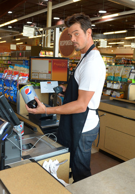 "Josh Duhamel takes over the cash register to ""check out"" unsuspecting Diet Pepsi shoppers. Go to dietpepsi.com to see more"