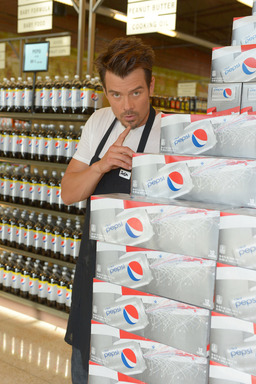 "Josh Duhamel gets ready to surprise and ""check out"" unsuspecting Diet Pepsi shoppers in LA"