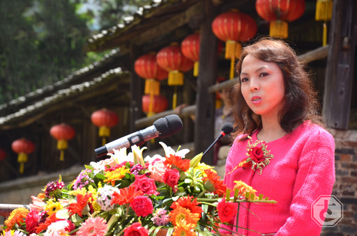 "Emma Chen Hoefler delivered speech at the launch ceremony of Jingdezhen Ancient Kiln's ""China Cultural Heritage Day"" events on June 8, 2013."