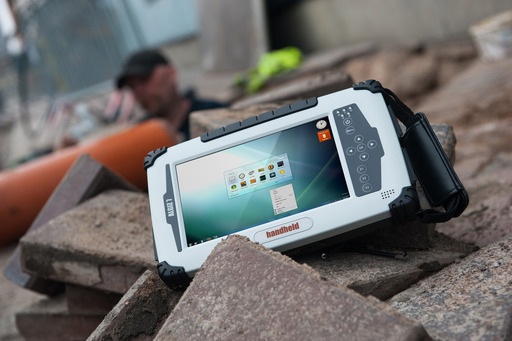 The ALGIZ 7 has a 7-inch MaxView™ touchscreen that is perfect for field professionals who need a display that can handle outdoor conditions -including direct sunlight.