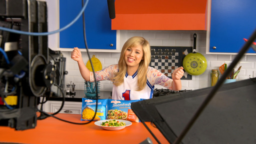 Jennette behind the scenes of her new TV campaign with Birds Eye Steamfresh vegetables. Visit www.BirdsEye.com for kid-friendly recipes and fun ways to get kids to try new vegetables.