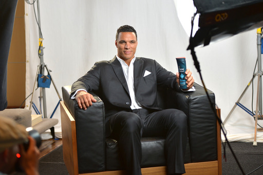 Professional football tight-end, Tony Gonzalez, teams up with CLEAR MEN SCALP THERAPY and starts his training to be the Perfect Presenter at the 2014 ESPYS.