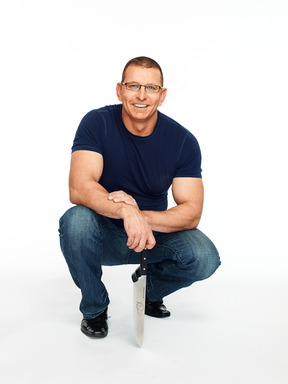World-renowned Celebrity Chef Robert Irvine has always had a passion for fitness, and created FIT CRUNCH™ Baked Bars as a nutritious solution to get the protein needed for energy, focus and muscle.