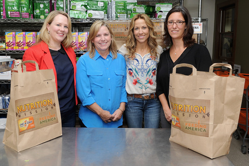 Sheryl Crow, Feeding America's Leah Ray and Bayer HealthCare's Amy Cappello join One A Day Women's Nutrition Mission grant contest winner, Jeane Larkins, at NYC's West Side Campaign Against Hunger.