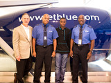 63240-elijah-is-greeted-by-jetblue-ceo-dave-barger-sm