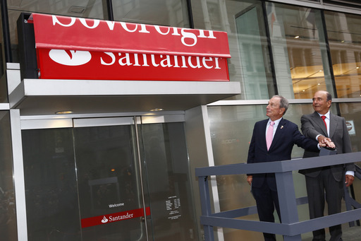 Santander Group Chairman, Emilio Botin, and New York City Mayor, Michael R. Bloomberg, unveil the first of 718 retail bank branches in the US to adopt the Santander brand in Herald Square.