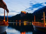 Boats_and_the_castle_at_night-sm