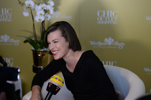 Milla Jovovich 10 Jahre Wertheim Village Chic Outlet Shopping