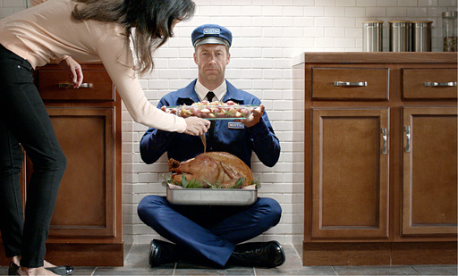 Maytag Man debuts in his brand new role – as the machine. As a Maytag large-capacity double oven, he bakes turkey and potatoes to perfection.