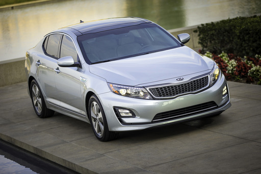 Kia's Stylish Optima Hybrid Returns with Improved Aerodynamic Design and Technological Enhancements
