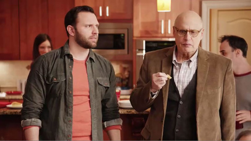 Jeffrey Tambor loves hummus in new Sabra commercial.