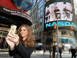 Maria Menounos captures a glam moment in NYC's Times Square while announcing her partnership with Suave Professionals® and GLAM4GOOD. Women everywhere can get a touch of glam by visiting Suave.com to receive a sample and share one with a friend.
