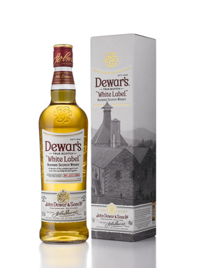 A distinctive feature of the new DEWAR'S look is the trefoil Celtic truth knot embossed onto the glass of every bottle. This powerful visual representation of DEWAR'S shows three interlocking 'D's representing John Dewar and his sons.